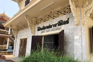 Wat-Lai-Lopburi-Thailand-02.jpg