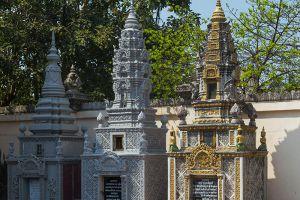 Wat-Langka-Phnom-Penh-Cambodia-002.jpg
