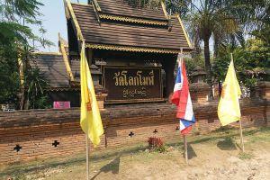 Wat-Lok-Moli-Chiang-Mai-Thailand-04.jpg