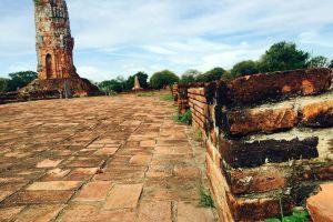 Wat-Lokayasutharam-Ayutthaya-Thailand-02.jpg