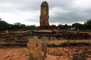 Wat-Lokayasutharam-Ayutthaya-Thailand-04.jpg