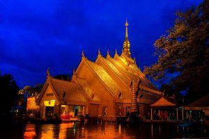 Wat-Maha-Wanaram-Ubon-Ratchathani-Thailand-04.jpg