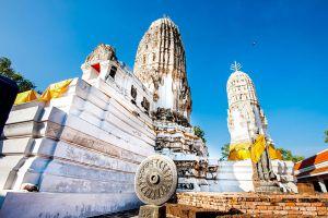 Wat-Mahathat-Worawihan-Ratchaburi-Thailand-001.jpg