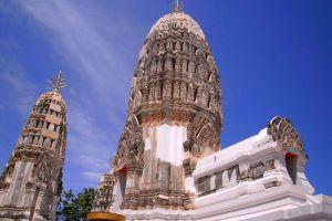 Wat-Mahathat-Worawihan-Ratchaburi-Thailand-002.jpg