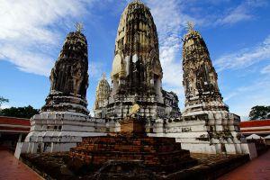Wat-Mahathat-Worawihan-Ratchaburi-Thailand-003.jpg