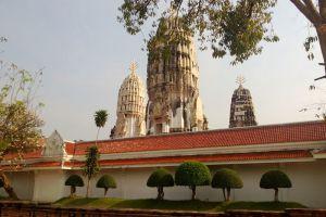 Wat-Mahathat-Worawihan-Ratchaburi-Thailand-004.jpg