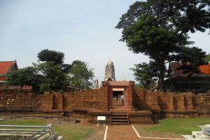 Wat-Mahathat-Worawihan-Ratchaburi-Thailand-006.jpg
