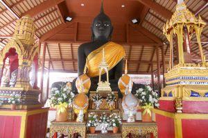 Wat-Mahathat-Worawihan-Ratchaburi-Thailand-007.jpg