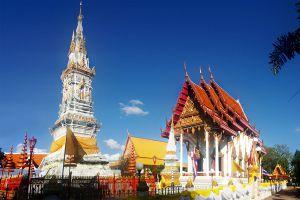 Wat-Mahathat-Yasothon-Thailand-01.jpg