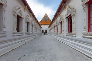 Wat-Mahathat-Yuwaratrangsarit-Ratchaworamahawihan-Bangkok-Thailand-01.jpg