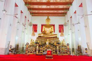 Wat-Mahathat-Yuwaratrangsarit-Ratchaworamahawihan-Bangkok-Thailand-02.jpg