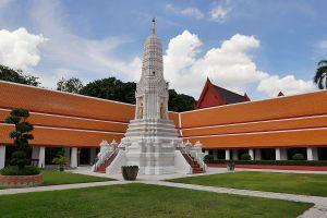 Wat-Mahathat-Yuwaratrangsarit-Ratchaworamahawihan-Bangkok-Thailand-04.jpg