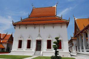Wat-Mahathat-Yuwaratrangsarit-Ratchaworamahawihan-Bangkok-Thailand-05.jpg