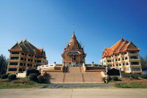 Wat-Mahathat-Yuwaratrangsarit-Ratchaworamahawihan-Bangkok-Thailand-06.jpg