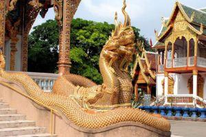 Wat-Mahawan-Woramahawihan-Lamphun-Thailand-01.jpg