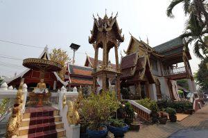 Wat-Mahawan-Woramahawihan-Lamphun-Thailand-02.jpg