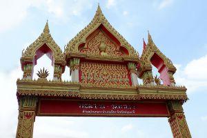 Wat-Makham-San-Chao-Temple-Pathumthani-Thailand-03.jpg