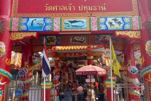 Wat-Makham-San-Chao-Temple-Pathumthani-Thailand-04.jpg