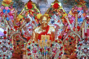 Wat-Makham-San-Chao-Temple-Pathumthani-Thailand-05.jpg