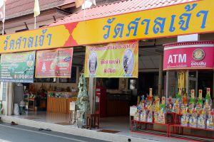 Wat-Makham-San-Chao-Temple-Pathumthani-Thailand-06.jpg