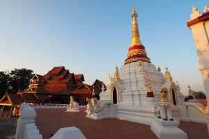 Wat-Mon-Pu-Yak-Santhan-Lampang-Thailand-01.jpg