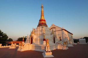 Wat-Mon-Pu-Yak-Santhan-Lampang-Thailand-02.jpg