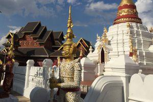 Wat-Mon-Pu-Yak-Santhan-Lampang-Thailand-04.jpg
