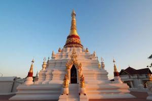 Wat-Mon-Pu-Yak-Santhan-Lampang-Thailand-06.jpg