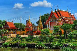 Wat-Monthop-Ayutthaya-Thailand-01.jpg