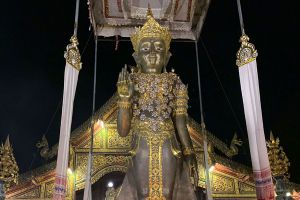 Wat-Mung-Muang-Chiang-Rai-Thailand-06.jpg