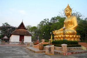Wat-Nakhon-Chum-Phichit-Thailand-02.jpg