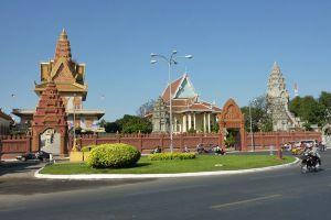 Wat-Ounalom-Phnom-Penh-Cambodia-002.jpg