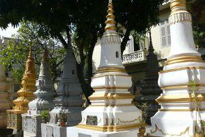 Wat-Ounalom-Phnom-Penh-Cambodia-004.jpg