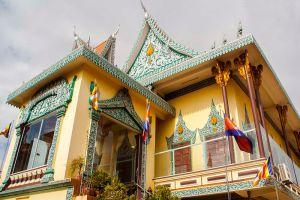 Wat-Ounalom-Phnom-Penh-Cambodia-005.jpg