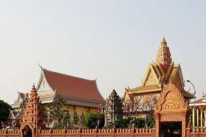 Wat-Ounalom-Phnom-Penh-Cambodia-006.jpg