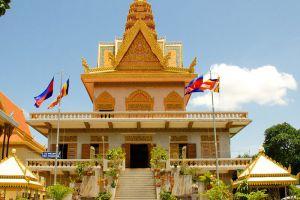 Wat-Ounalom-Phnom-Penh-Cambodia-007.jpg