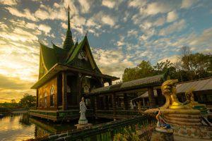 Wat-Pa-Maha-Chedi-Kaew-Lan-Khuad-Temple-Sisaket-Thailand-01.jpg