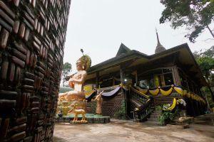 Wat-Pa-Maha-Chedi-Kaew-Lan-Khuad-Temple-Sisaket-Thailand-04.jpg