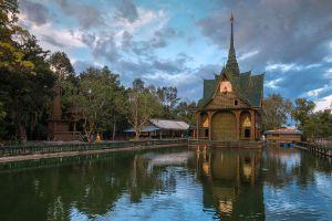 Wat-Pa-Maha-Chedi-Kaew-Lan-Khuad-Temple-Sisaket-Thailand-05.jpg