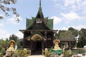Wat-Pa-Maha-Chedi-Kaew-Lan-Khuad-Temple-Sisaket-Thailand-06.jpg