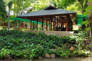 Wat-Pa-Tam-Wua-Forest-Monastery-Mae-Hong-Son-Thailand-02.jpg