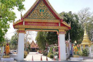 Wat-Pak-Khlong-Makham-Thao-Luang-Pu-Suk-Temple-Chainat-Thailand-02.jpg