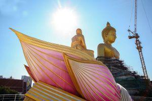 Wat-Paknam-Phasi-Charoen-Bangkok-Thailand-04.jpg