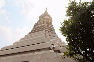 Wat-Paknam-Phasi-Charoen-Bangkok-Thailand-05.jpg
