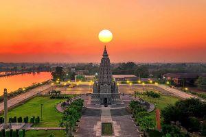 Wat-Panyanantaram-Pathumthani-Thailand-01.jpg