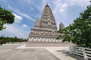 Wat-Panyanantaram-Pathumthani-Thailand-03.jpg