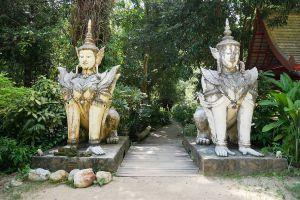 Wat-Pha-Lat-Chiang-Mai-Thailand-02.jpg