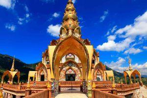 Wat-Pha-Sorn-Kaew-Petchaboon-Thailand-06.jpg
