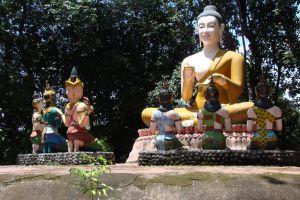 Wat-Phai-Lom-Chanthaburi-Thailand-002.jpg