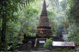 Wat-Phai-Lom-Chanthaburi-Thailand-003.jpg